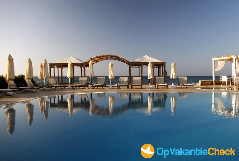 Aparthotel akrogiali beach aanbiedingen op vakantie for Aparthotel bretagne