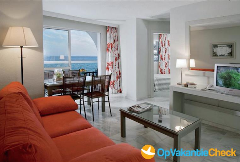 Aparthotel marinas de nerja beach spa aanbiedingen for Aparthotel bretagne