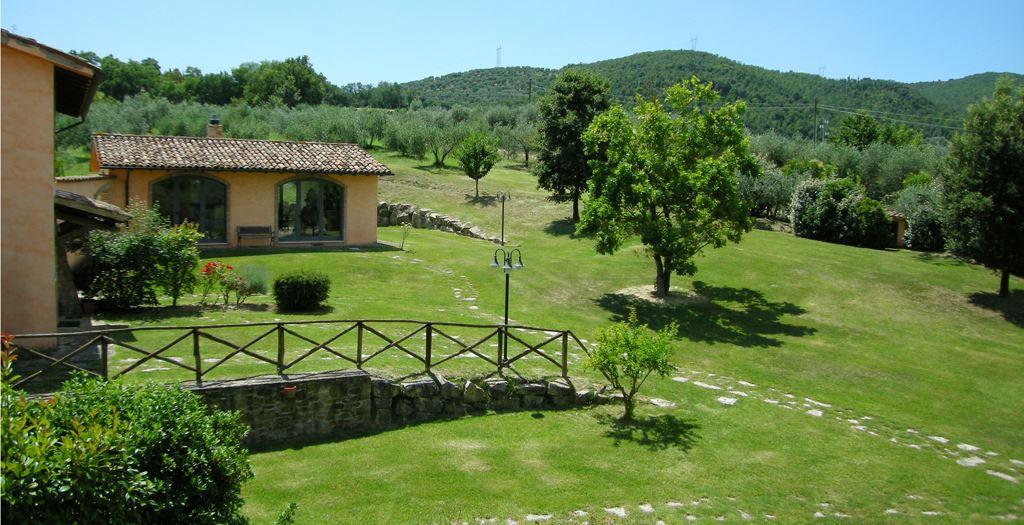 Goedkope vakantie naar itali vakantie op vakantie naar itali umbri inclusief huurauto - Houten toren zwembad ...